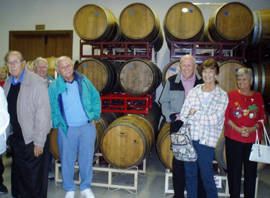 Stone Hill Winery : oak storage barrels
