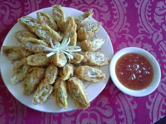 Golden Harvest Restaurant : Spring Roll