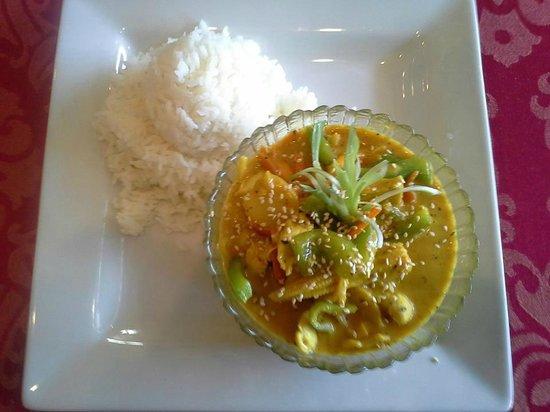 Golden Harvest Restaurant : Green Curry