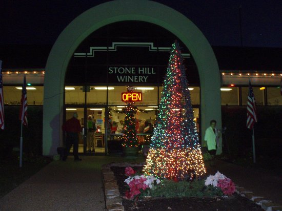 Stone Hill Winery : front of building in Nov 2013