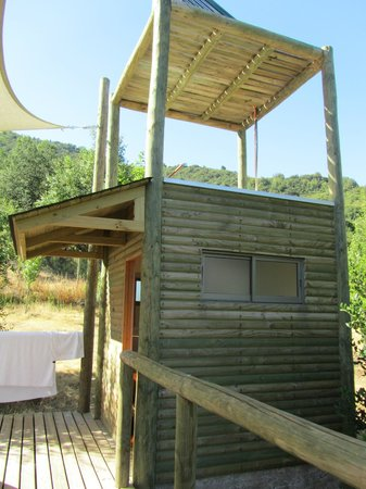 Colchagua Camp: Bathroom with solar heated shower.