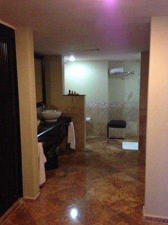 Barcelo Puerto Vallarta : Grand Master Suite (Master Bathroom)