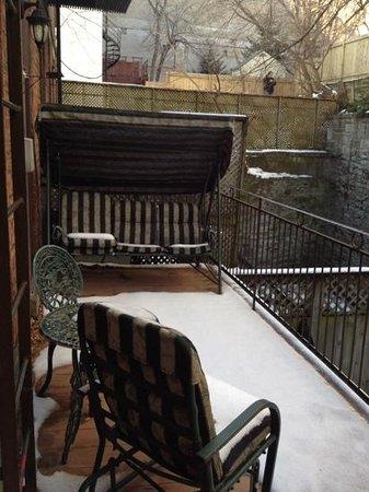 Petite Auberge Les Bons Matins: little patio:)