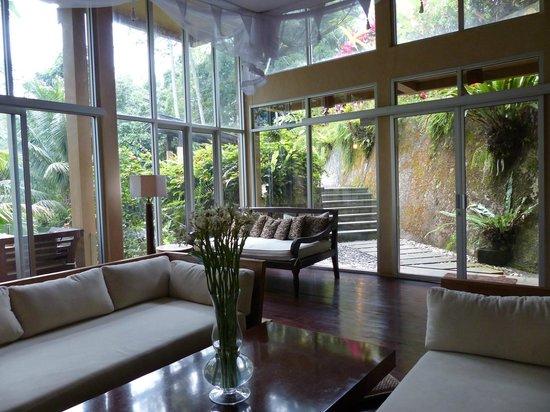 Villa Kalisha : Entry door and living room