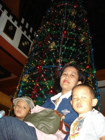Hard Rock Hotel Bali : Chrismas Tree from CDs.