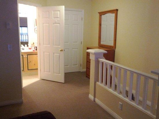 Borgata Lodge Hotel : Room 2 secondary bathroom
