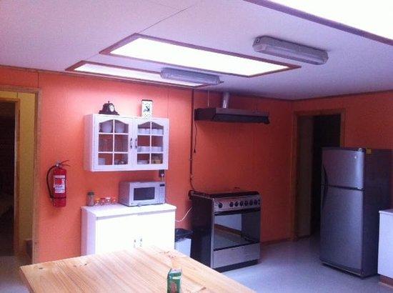 Hostel Motas de Coiron: vista de la cocina