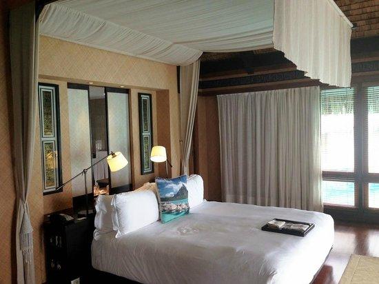 The St. Regis Bora Bora Resort: Bed