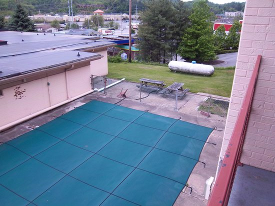 Greene's Motel: another view from balcony