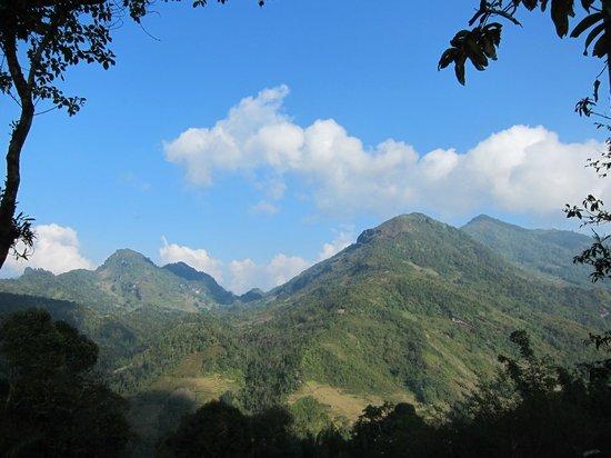 Chez XiQuan: Blick auf die umliegenden Berge