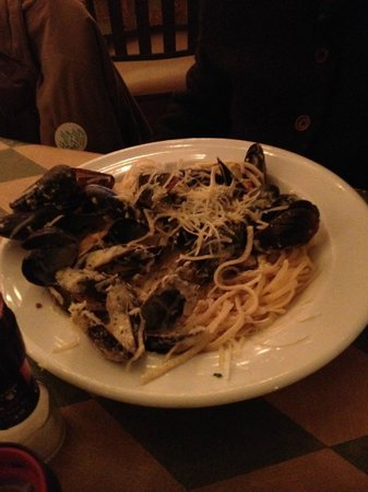 Creekside Dinery: Mussels on a bed of crusty hard pasta