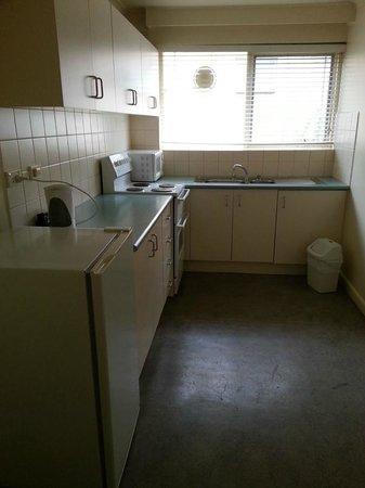 City Edge Apartment Hotel East Melbourne - Albert: Kitchen