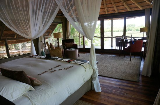 Wilderness Safaris Savuti Camp: Savuti bed & view