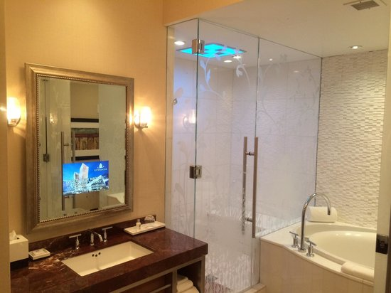 Hotel32 at Monte Carlo: Bathroom with awesome shower, huge tub and a TV in the mirror