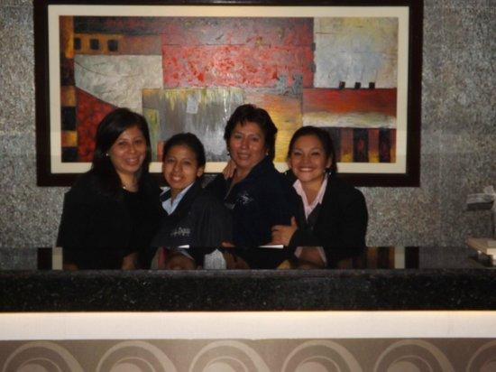 Hotel Vila Santa Miraflores: RECEPCION Y PARTE DEL EQUIPO DEL HOTEL
