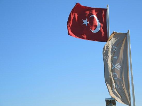 Rixos Premium Belek: Rixos und Türkei Fahne
