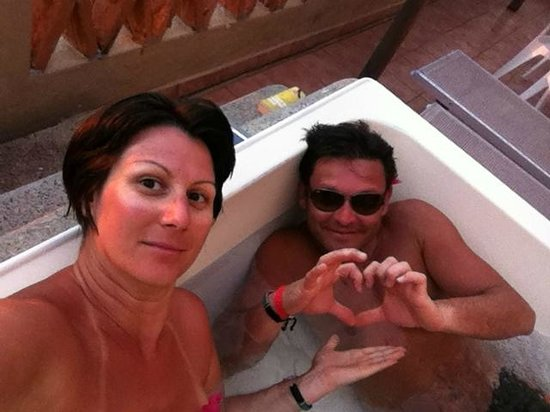 Canto Del Sol Plaza Vallarta: jacuzzi in our balcony in the room