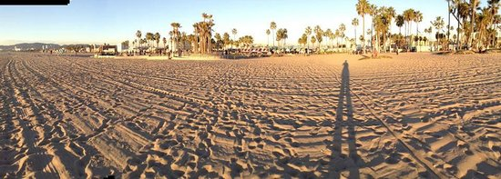 Hotel Erwin: Pano shot of Venice Beach