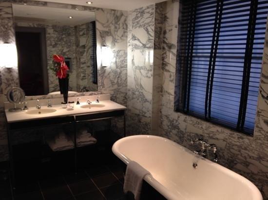The Bloomsbury: Bathroom