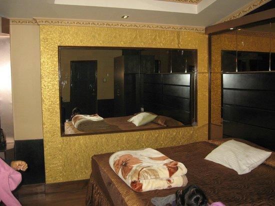 Blueberry Inn: room 303