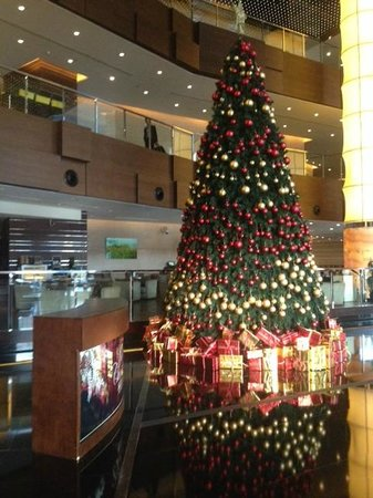 The Westin Beijing Chaoyang: Lobby decorated for Christmas