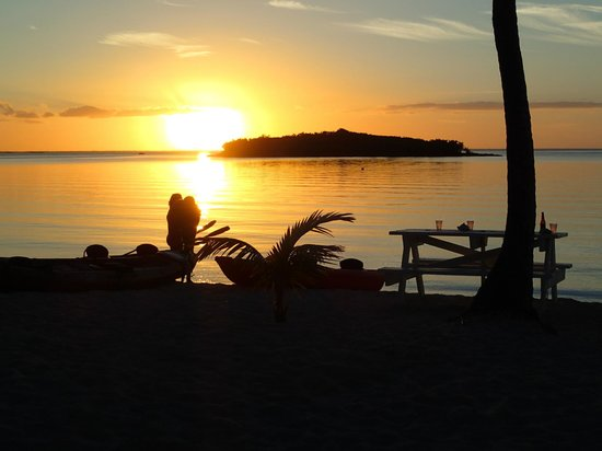Great Guana Cay: Sunset over Delia Cay from Sunset Beach