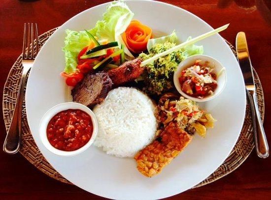Sekar Nusa Villas: Food in La Terrace restaurant....