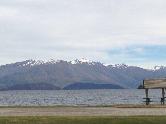 Wanaka Lakeview Holiday Park: View of Lake Wanaka