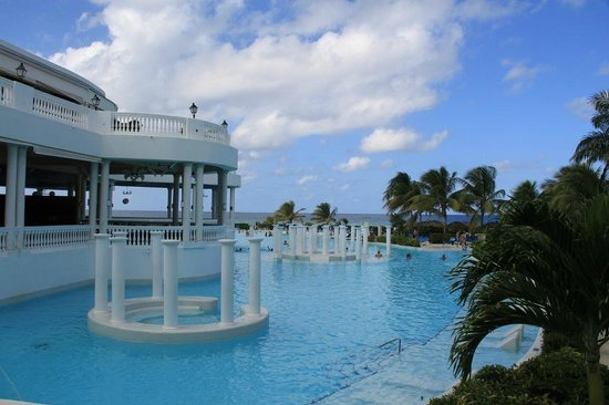 Grand Palladium Jamaica Resort & Spa: another pool view from the lobby
