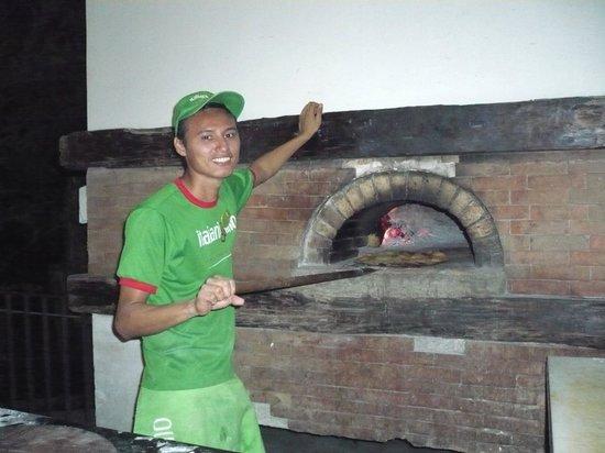Italianissimo: Alex making Pizza