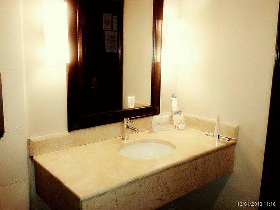Mimosa Hotel: Bathroom