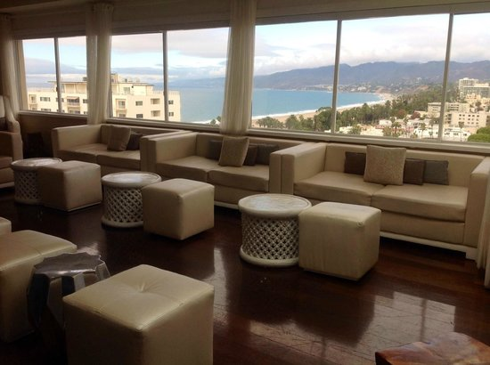The Penthouse at the Huntley Hotel: Sitting area in bar