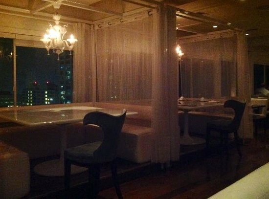 The Penthouse at the Huntley Hotel: Cozy Tables in Bar area