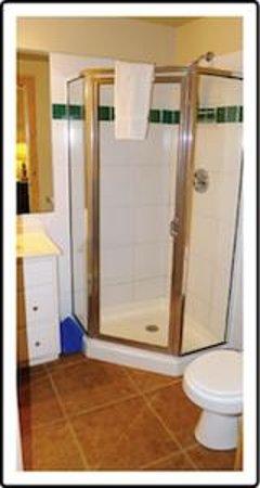 Norwood Inn: Full Bathrooms