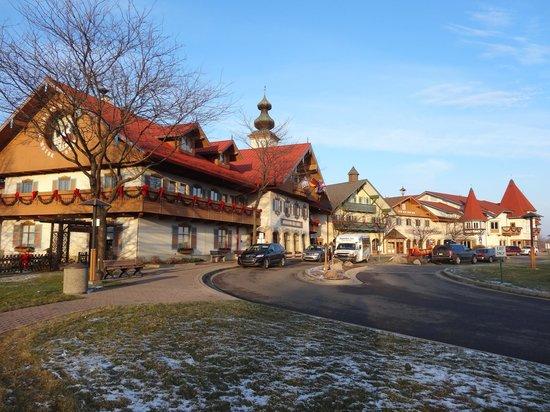 Bavarian Inn Lodge: Front of hotel