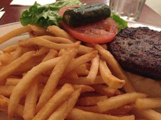 Macy's Cellar Bar and Grill : Average tasting burger but arrogantly overpriced