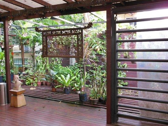 L Residence: Deck