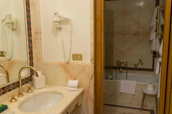 Due Torri Hotel: バスルーム