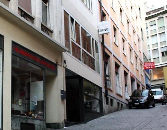Hotel Regina: В пешеходном центре. К метро - под горку