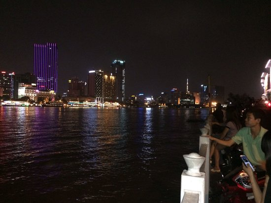 Ao Dai Tours: A wonderful romantic spot across the city blitz. Here you can see boat restaurants, food stalls
