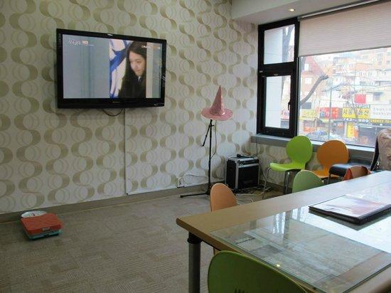 K Hostel: 客廳