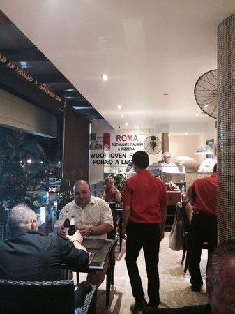 Roma Ristorante & Pizzeria Da Mauro: Buiten @ balkon/terras