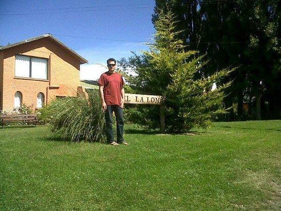 Hostería & Hostel LA LOMA: Desde el frente en el Jardín