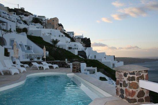 Tholos Resort: Pool area