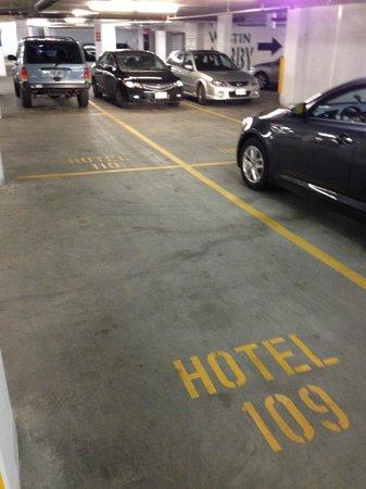 Westin Wall Centre Vancouver Airport: Bizarre parking