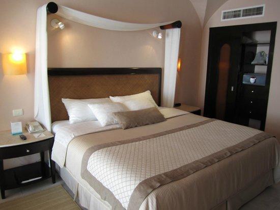 Cozumel Palace: bed