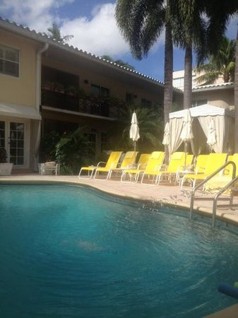 La Casa Hotel: thanksgiving day by the pool