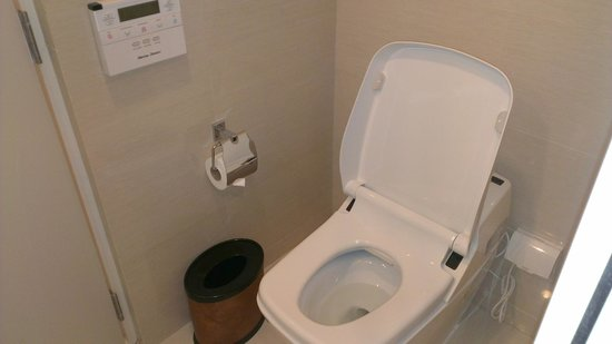 Mandarin Hotel Managed by Centre Point: Il WC tecnologico