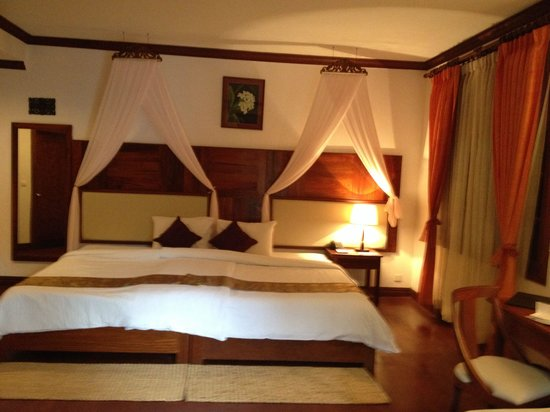 Sokhalay Angkor Villa Resort: Bedroom with joined two double beds