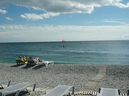 Yalta Intourist Hotel: Пляж